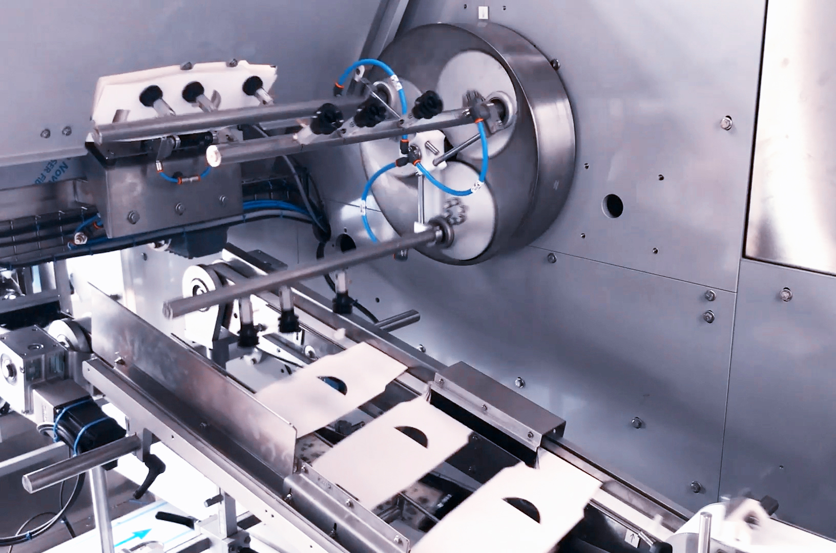 Sleeving Machine IS iXAPACK GLOBAL